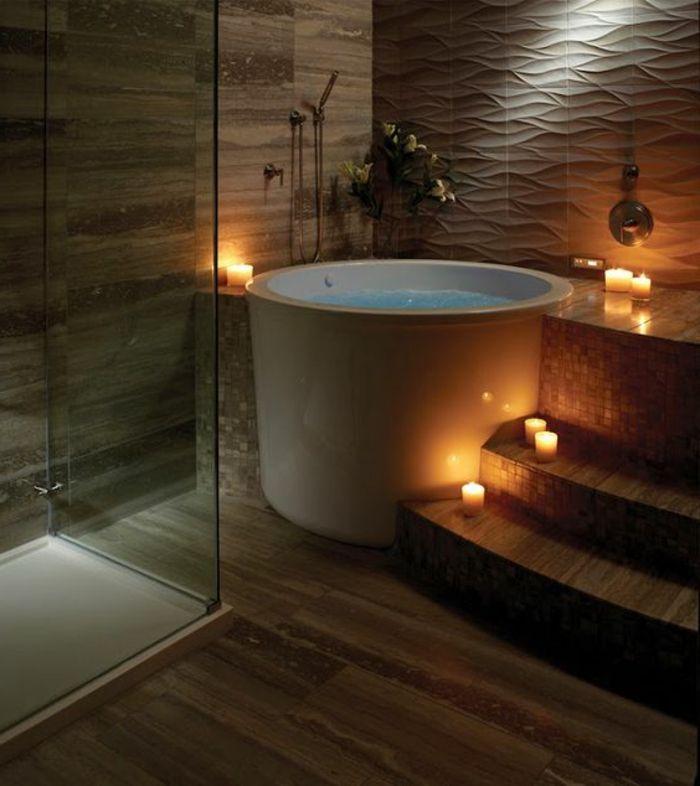 decoration salle de bain baignoire ronde blanche bougies alumes parement bois et pltre