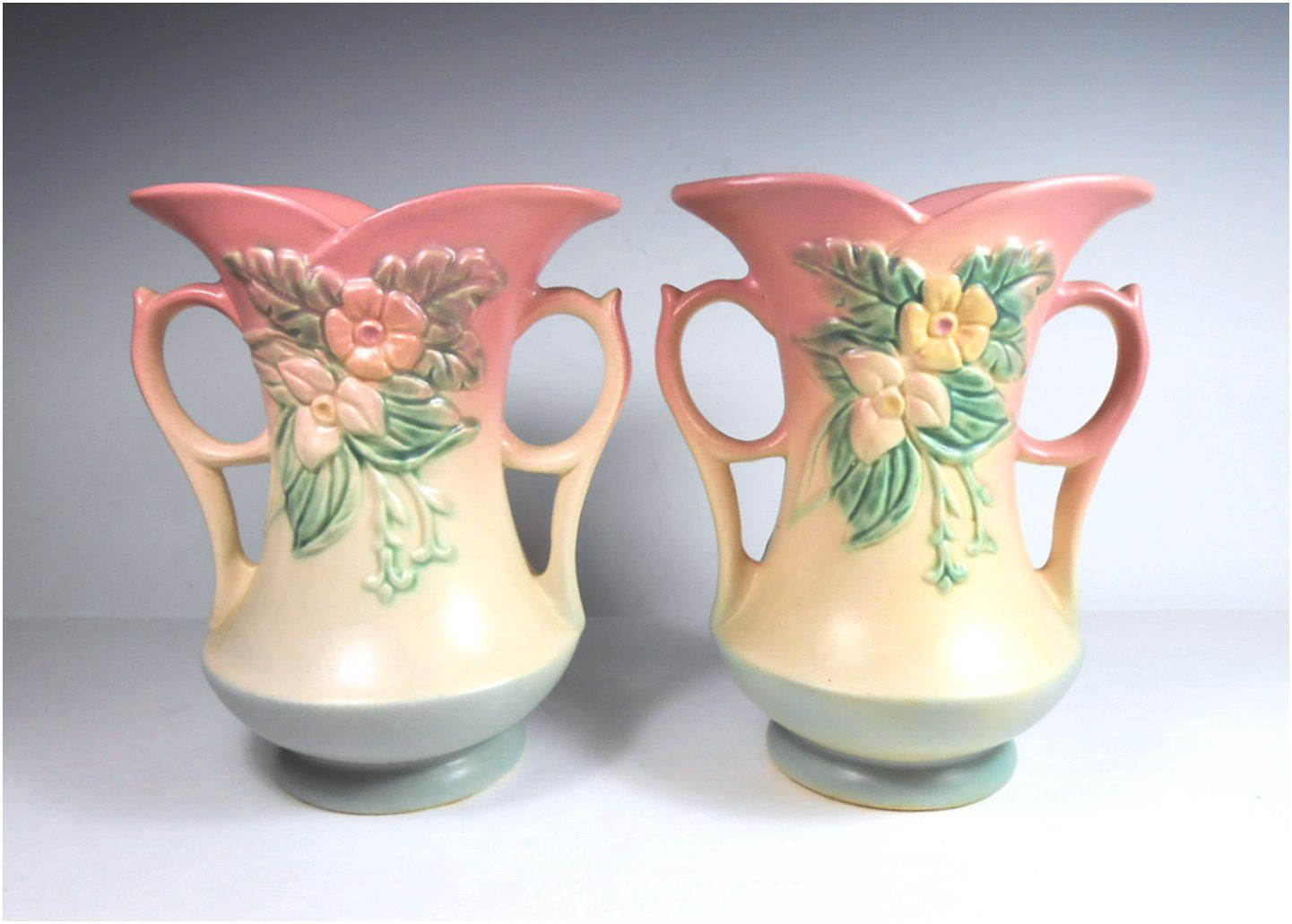 Ca. 1930s-1950s Matching Pair of Hull Pottery Wildflower Vases (#1367) – DEATON Antiques
