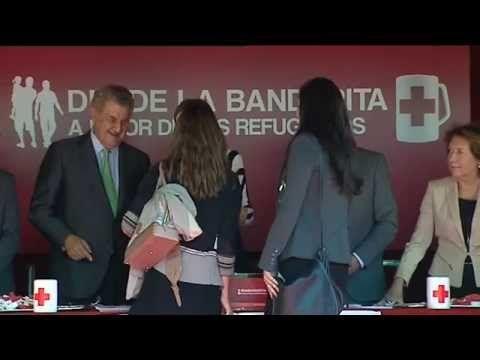 S.M. la Reina Letizia preside la mesa de cuestación de Cruz Roja del Día de la Banderita en el Congreso - YouTube