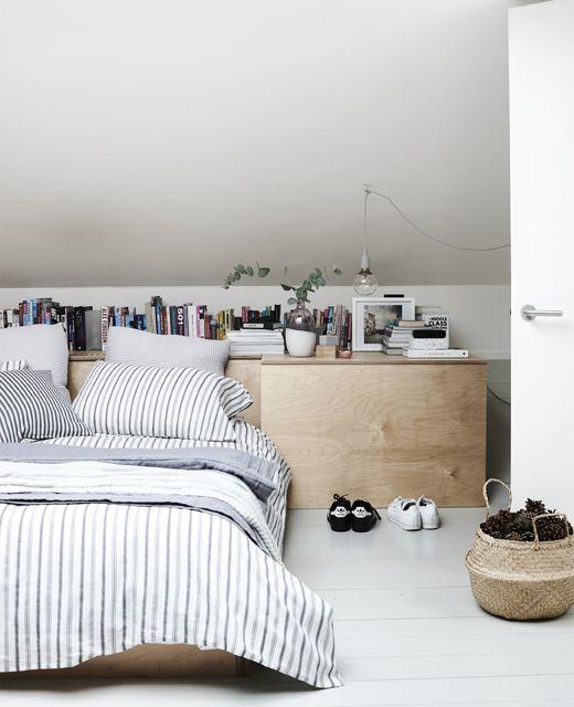 Textilien In Einem Minimalistischen Schlafzimmer