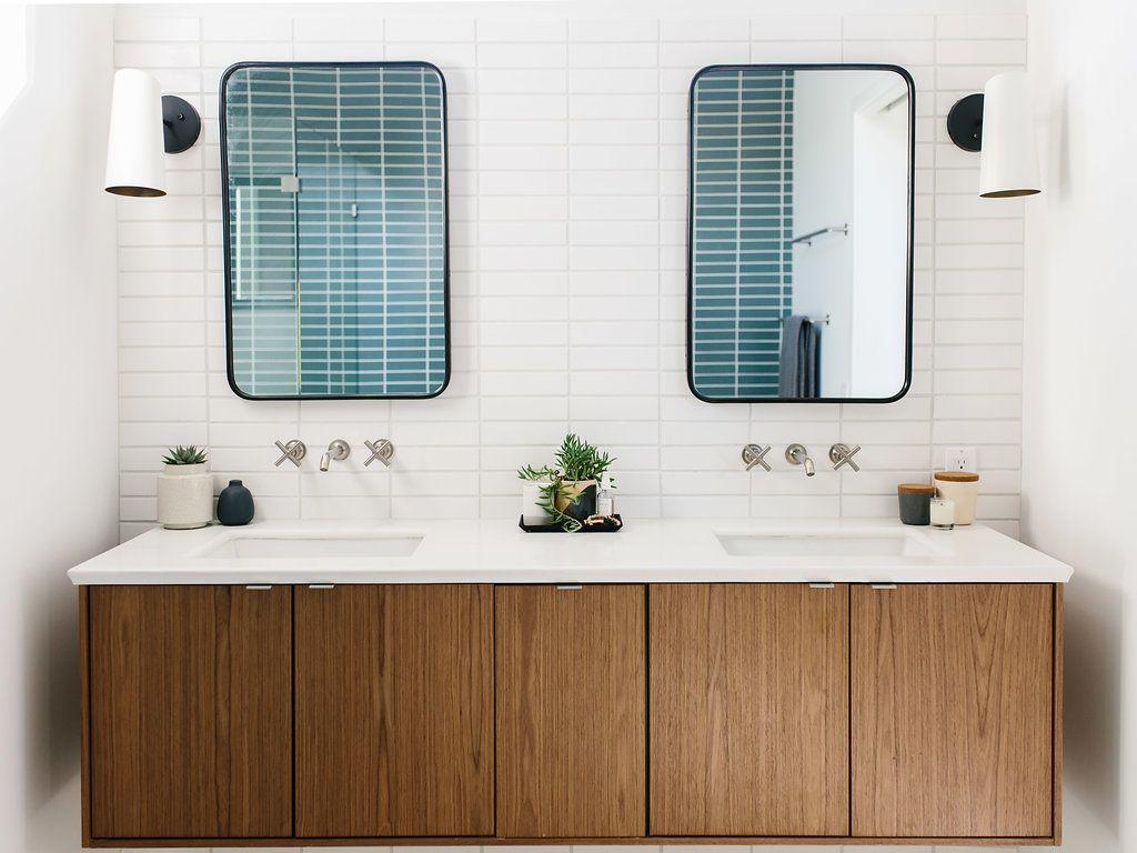 Our Austin Casa Mid Century Modern Master Bathroom The Effortless Chic Modern Master Bathroom Modern Master Bath Modern Bedroom Decor