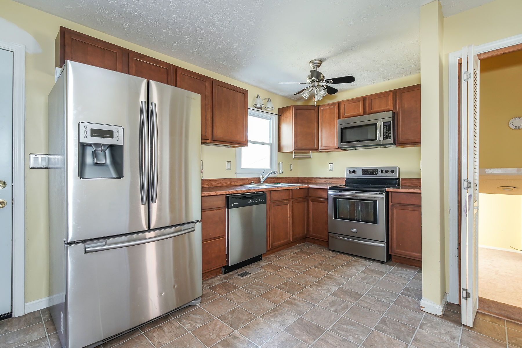 Pin By Re Max Pure On For Sale 162 Manors Mill Dallas Ga Kitchen Cabinets Kitchen Home Decor