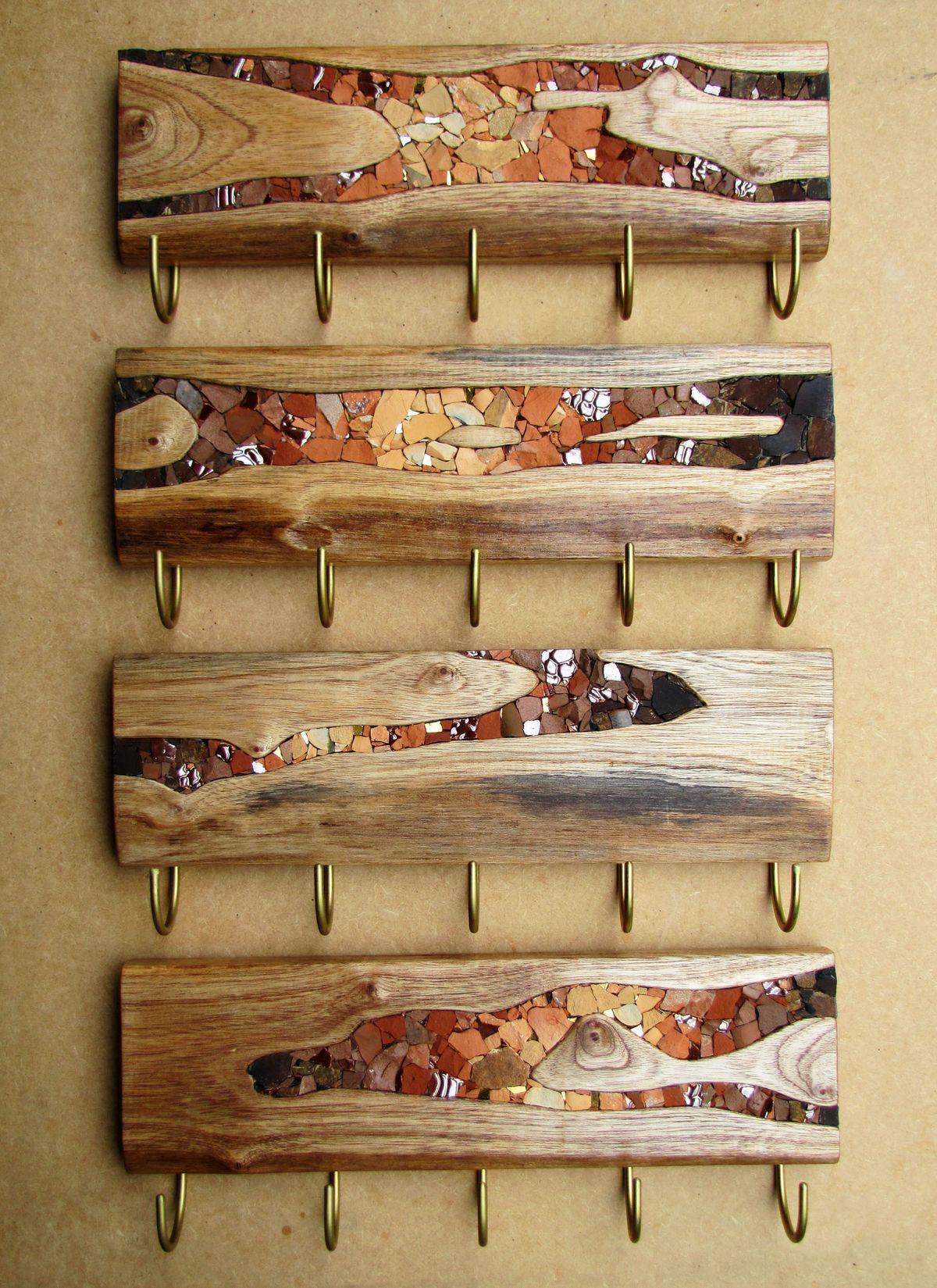 Percheros de ramas con incrustaciones de cristal ideas for Mosaico madera pared