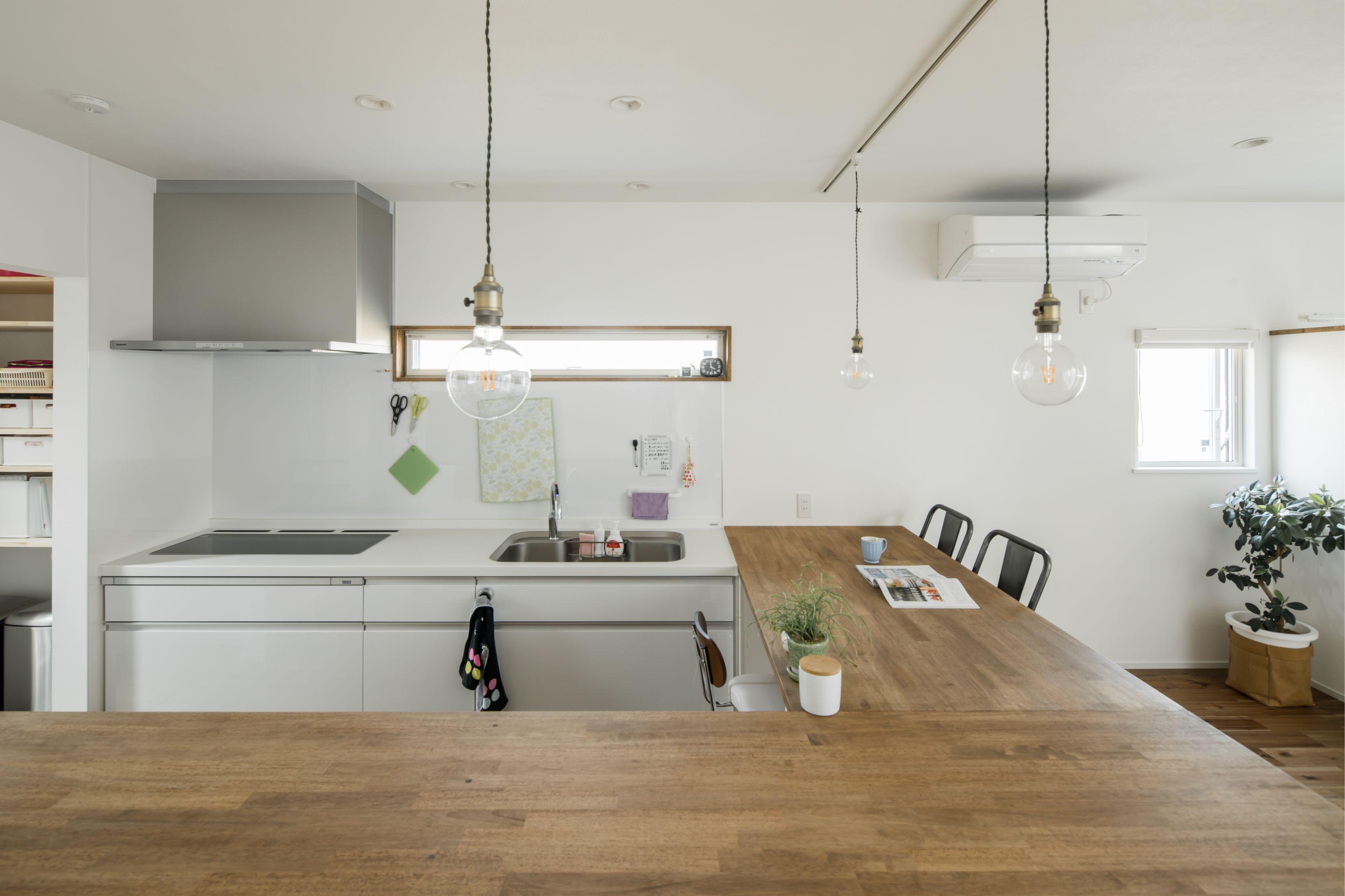 キッチン周りの家事動線が直結する造作l字カウンター ルポハウス
