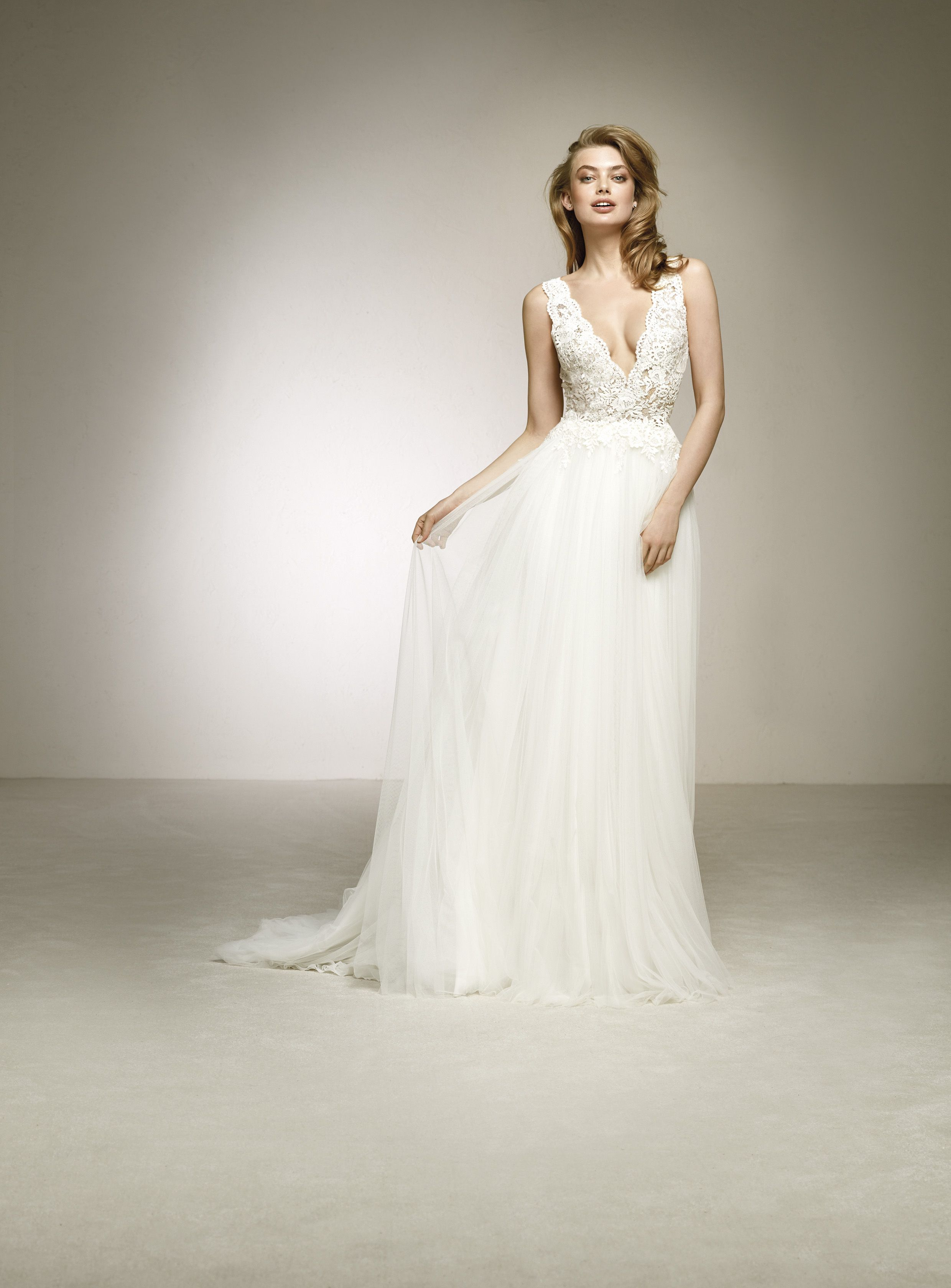 Dalgo menyasszonyi ruha pronovias esküvők in