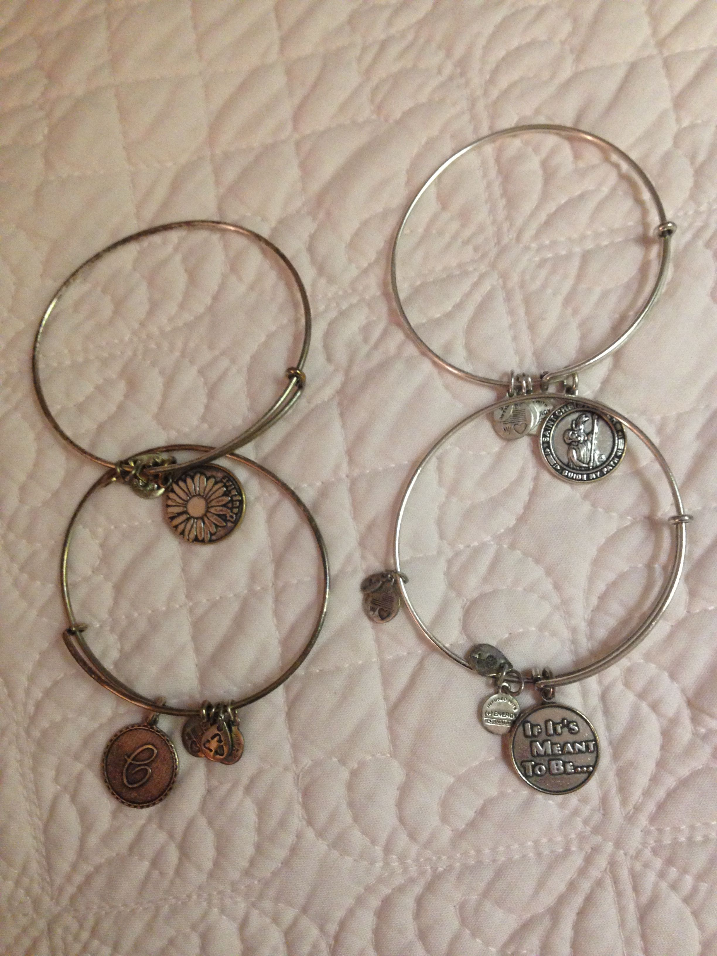 Alex And Ani Bracelets On Right Have Been Cleaned With Baking Soda Line Dish With Alumin Alex And Ani Bracelets Alex And Ani Necklaces Cleaning Silver Jewelry