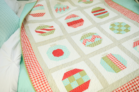 I love this Christmas quilt