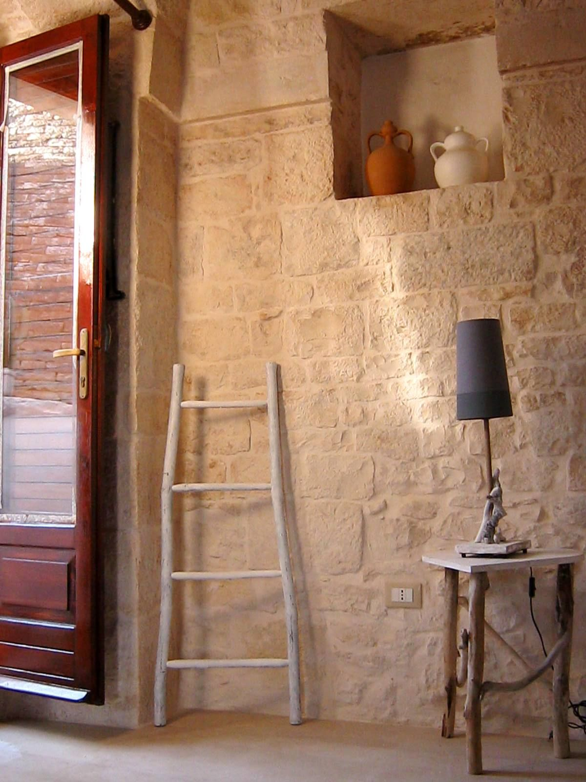 scaletta, tavolino cuore e lampada con legni di mare  Mediterraneo* Mediterranean  Pinterest ...