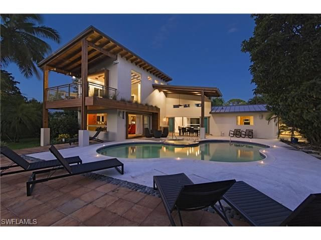 677 Bougainvillea Naples Fl 34102 Few Places In The World Are As Beautiful As Ridgeview Lakes With Close Proxi Modern Renovation Naples Beach Estate Homes
