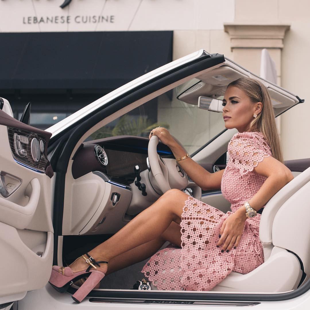 женщина за рулем это сногсшибательная женщина P S за арендой красивых и быстрых авто в майами к Rasl женщина девушка с автомобилем роскошный образ жизни