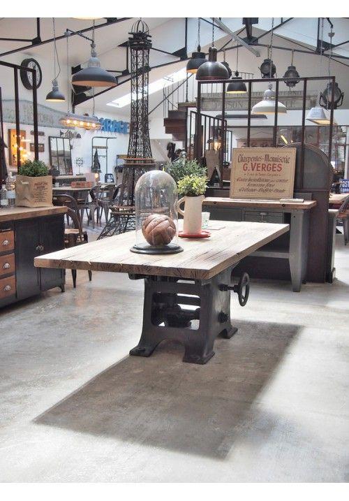 table industrielle pied fonte plancher de wagon objets meubles d coration indus table. Black Bedroom Furniture Sets. Home Design Ideas