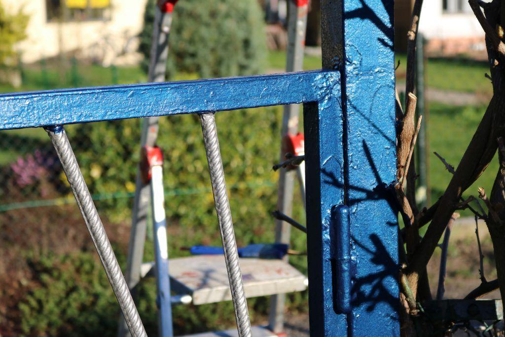 Garten Projekt 1 Neuer Lack Furs Gartentor Mit Hammerite Metall Schutzlack Garden Diy Gartentor Garten Schutzlack