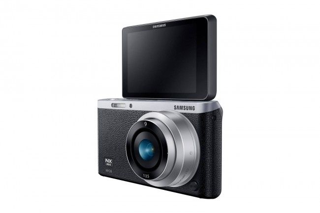 Samsung NX mini è la mirrorless per il selfie