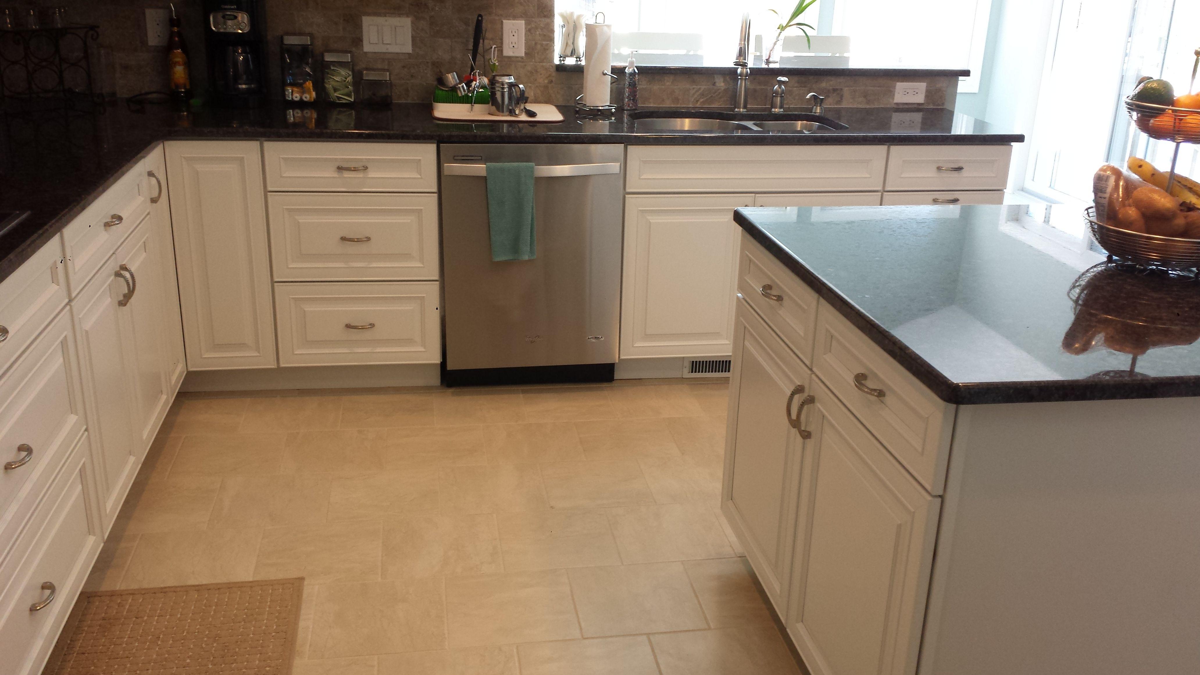 Nice Streater Kitchen Designed By Thomas Matteo #kitchen #kraftmaid #cabinets  #dishwasher #granite