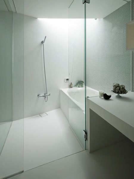 Super idee! Bad en douche in 1 Glazen wand = goed - Badkamers ...