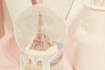 Eiffel dentro da bola de cristal hahaha