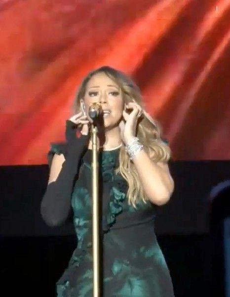 Grosse déception pour les fans de Mariah Carey. http://www.elle.fr/People/La-vie-des-people/News/Mariah-Carey-provoque-la-colere-de-ses-fans-2884566