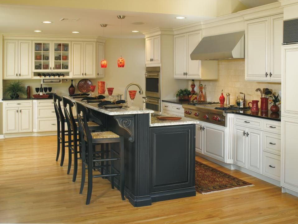The Contrasting Finishes In This Decora Kitchen Showcase Galleria Cabinets  In A Chantille Finish With An