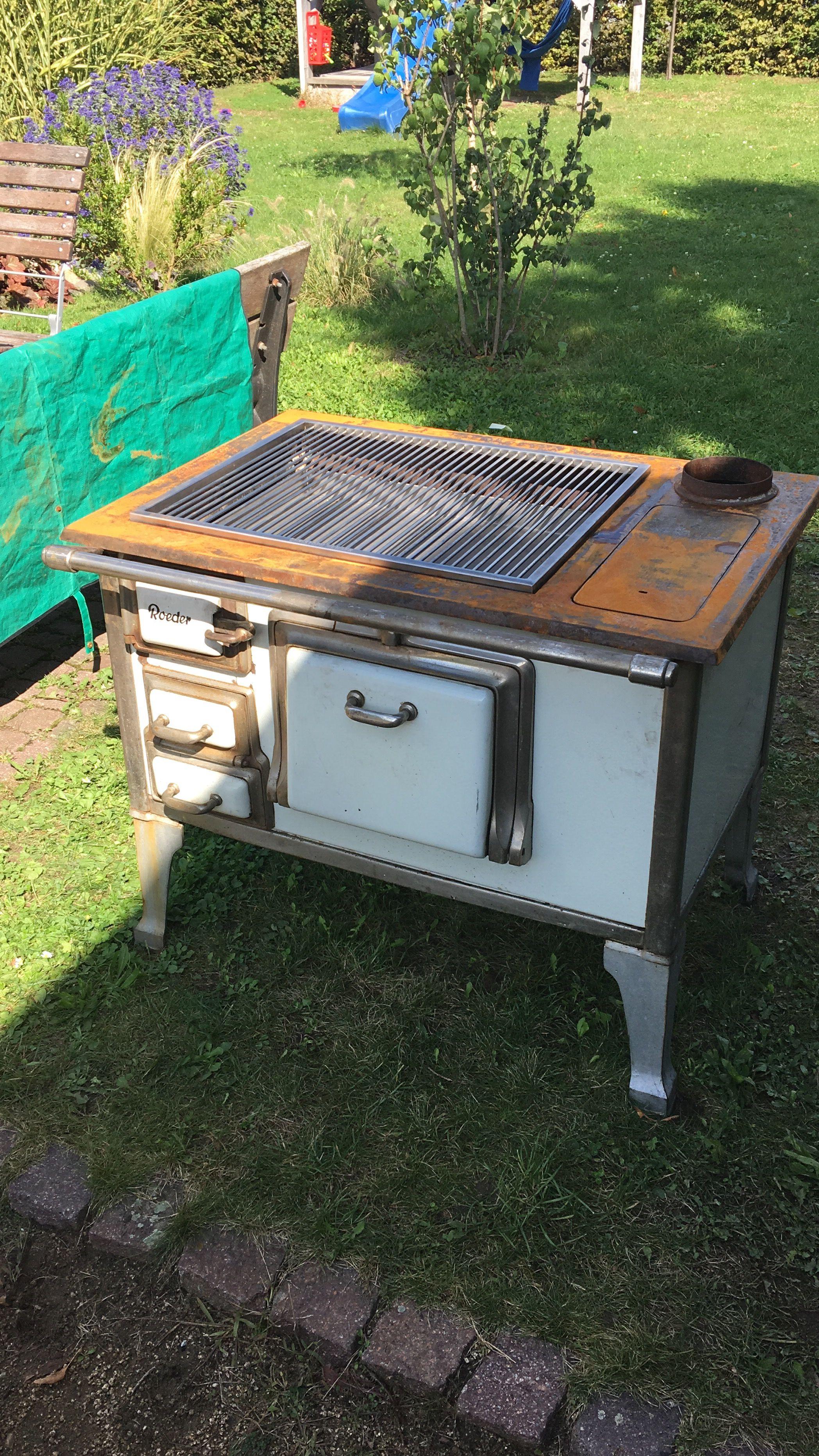 Alte Küchenhexe zum Grill umfunktioniert.   Grillen auf der ...