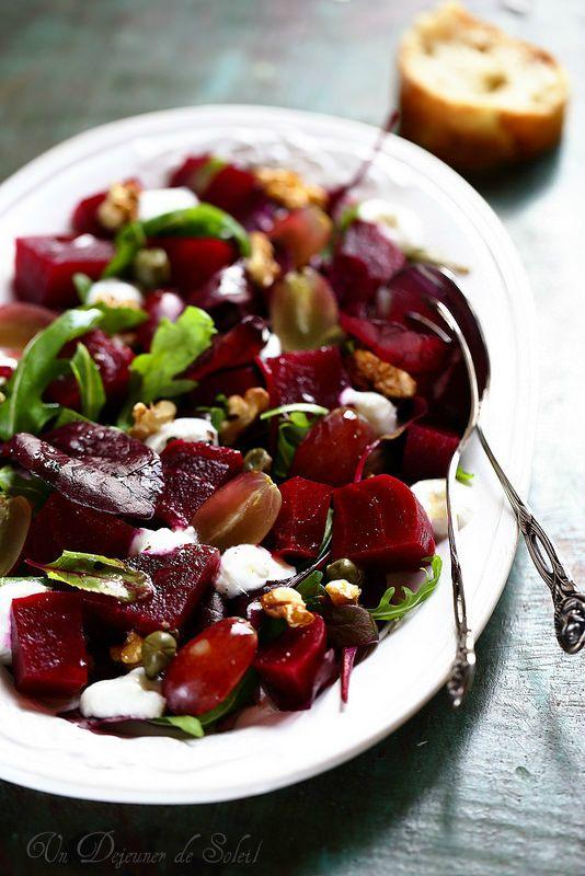 Salade de betterave, raisin et yaourt