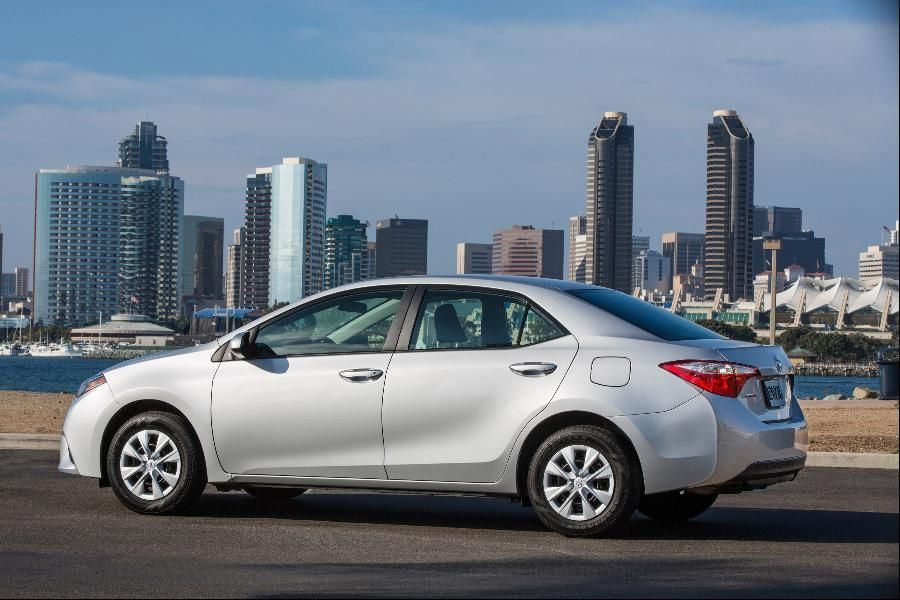 15 Est Non Hybrid Cars That Get 40 Mpg Or Better Toyota Corolla