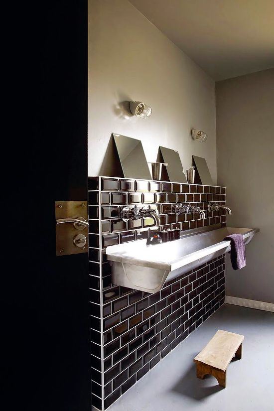AT HOME WITH A BLOGGER ⎬POLLYPAPIER Trough sink, Faucet and Sinks - prix pour faire une salle de bain