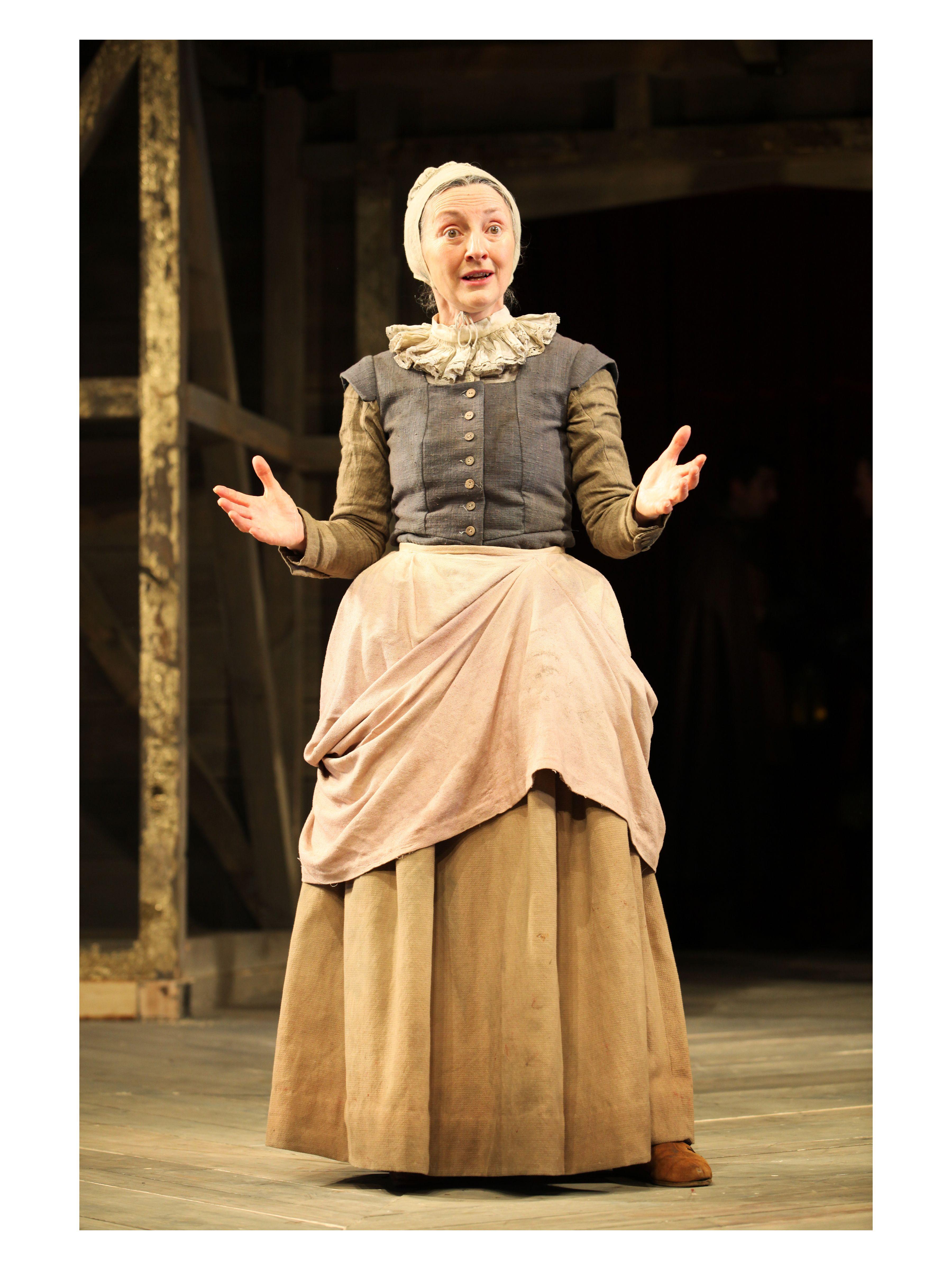 Henry V directed by Dominic Dromgoole. Brid Brennan as Chorus.(C) Stephen Vaughan