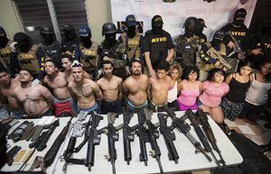 Honduran police with alleged members of the Barrio 18 gang who were found in possession of illegal weapons in San Pedro Sula. The group is being held in connection with the death of Igor Padilla, a journalist who was reportedly shot dead this week by men in police uniform. #sanpedrosula Honduran police with alleged members of the Barrio 18 gang who were found in possession of illegal weapons in San Pedro Sula. The group is being held in connection with the death of Igor Padilla, a journalist who #sanpedrosula