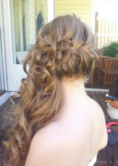 Braid and curls. Half up hairdo for a bridesmaid #tuuli okkonen ...