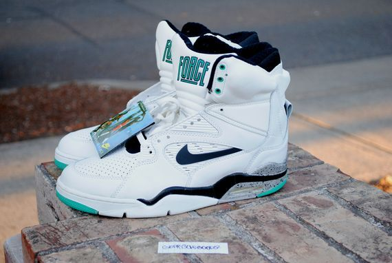 official photos c9581 52499 Nike Air Command Force 180 OG Emerald