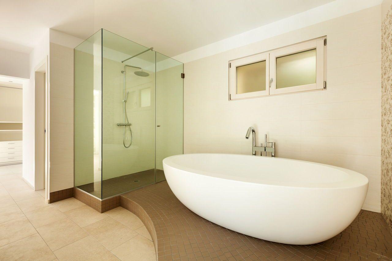 Glas Nischendusche Fur Das Badezimmer Edles Design Und Modern Fur Jedes Badezimmer Badezimmer Glas Glasdusche Mit Bildern Glasduschen Dusche Duschabtrennung