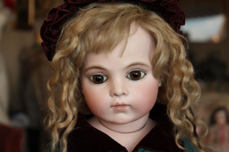 Exceptional Early Bru Jne with Brown Eyes - Castellidoll