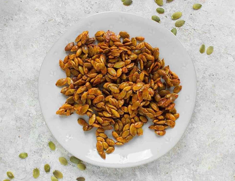 Honey Sriracha Roasted Pumpkin Seeds #roastedpumpkinseeds Honey Sriracha Roasted Pumpkin Seeds | SoupAddict #pumpkinseedsrecipe Honey Sriracha Roasted Pumpkin Seeds #roastedpumpkinseeds Honey Sriracha Roasted Pumpkin Seeds | SoupAddict #roastedpumpkinseedsrecipe