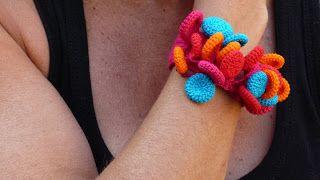 Love this Crochet Disc Bracelet: Inspiration!
