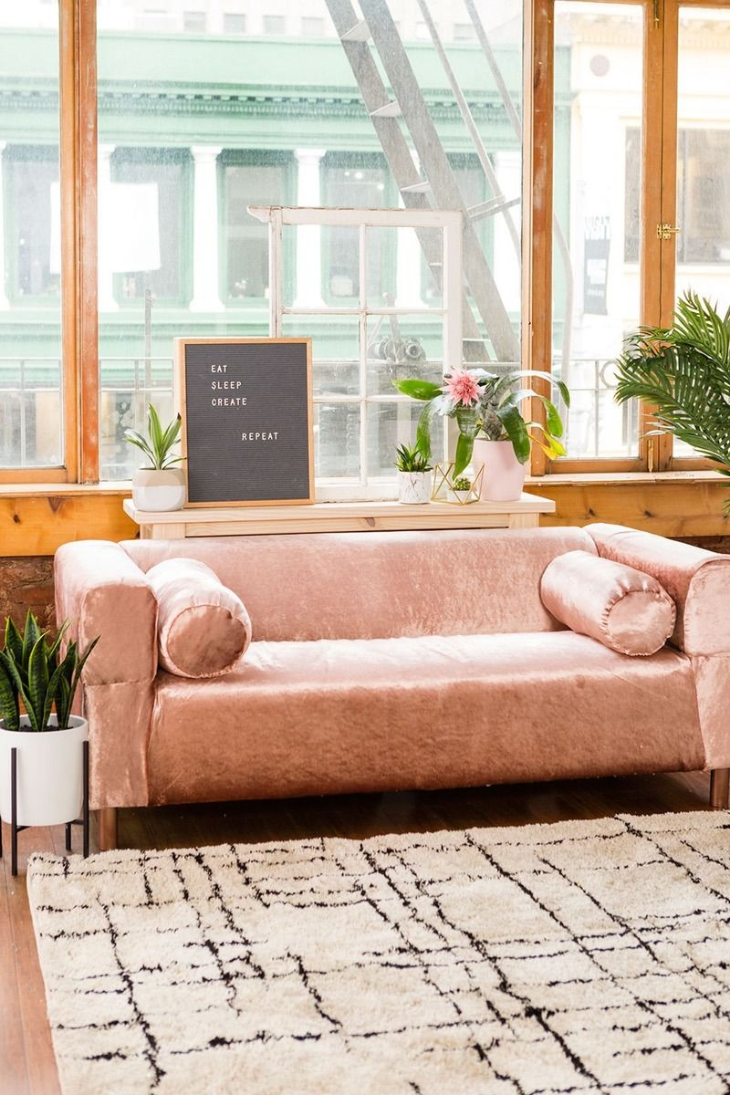 You Can Upholster An Ikea Couch To Look Like A More Expensive Anthropologie With This Home Decor Furniture Diy Project