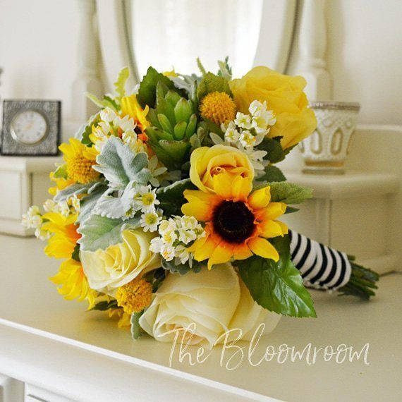I LOVE sunflowers! They are such a happy looking flower ...