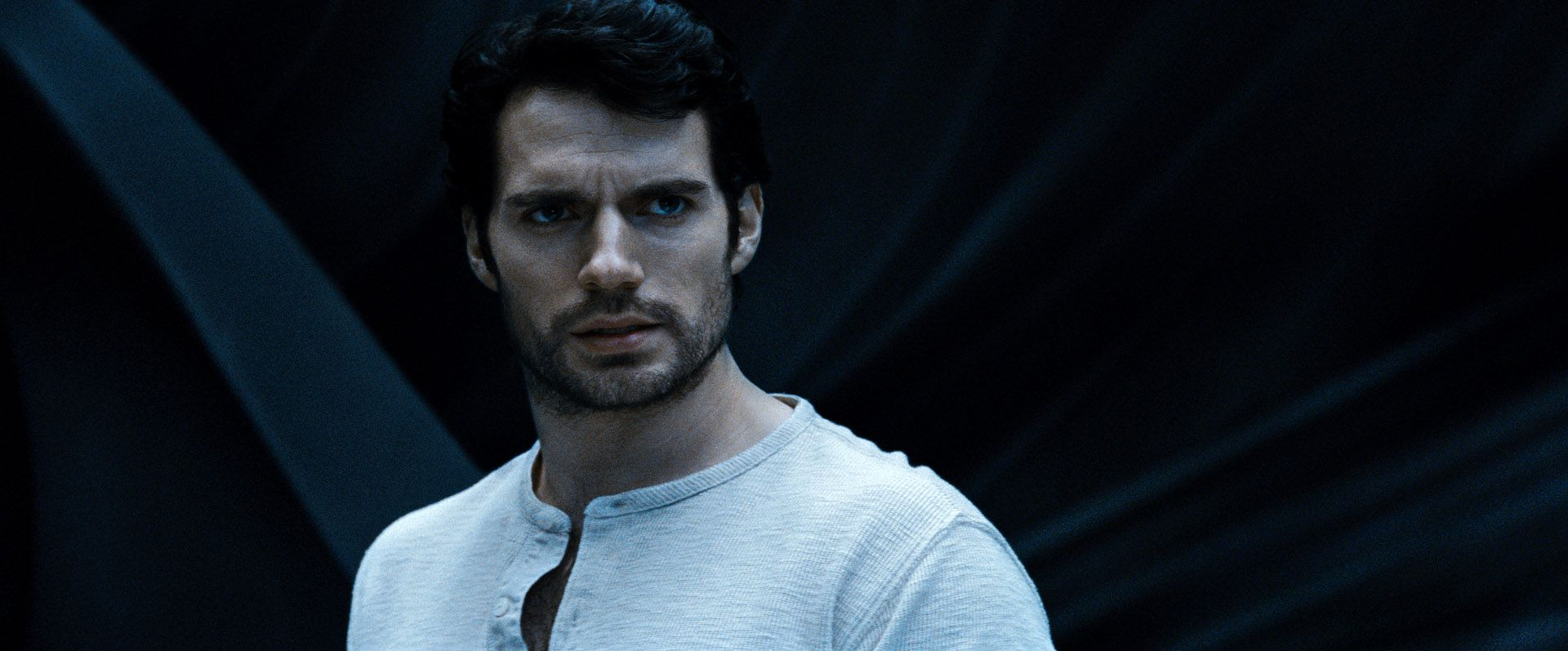 """Henry Cavill es el protagonista del filme """"El Hombre de Acero"""" (Man of Steel) y hace el papel de Kal-El/Clark Kent/Superman."""