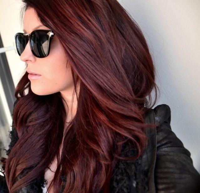 Couleur de cheveux roux acajou