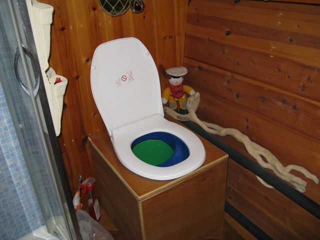 Diy Urine Separating Waterless Compost Loo Built Into A