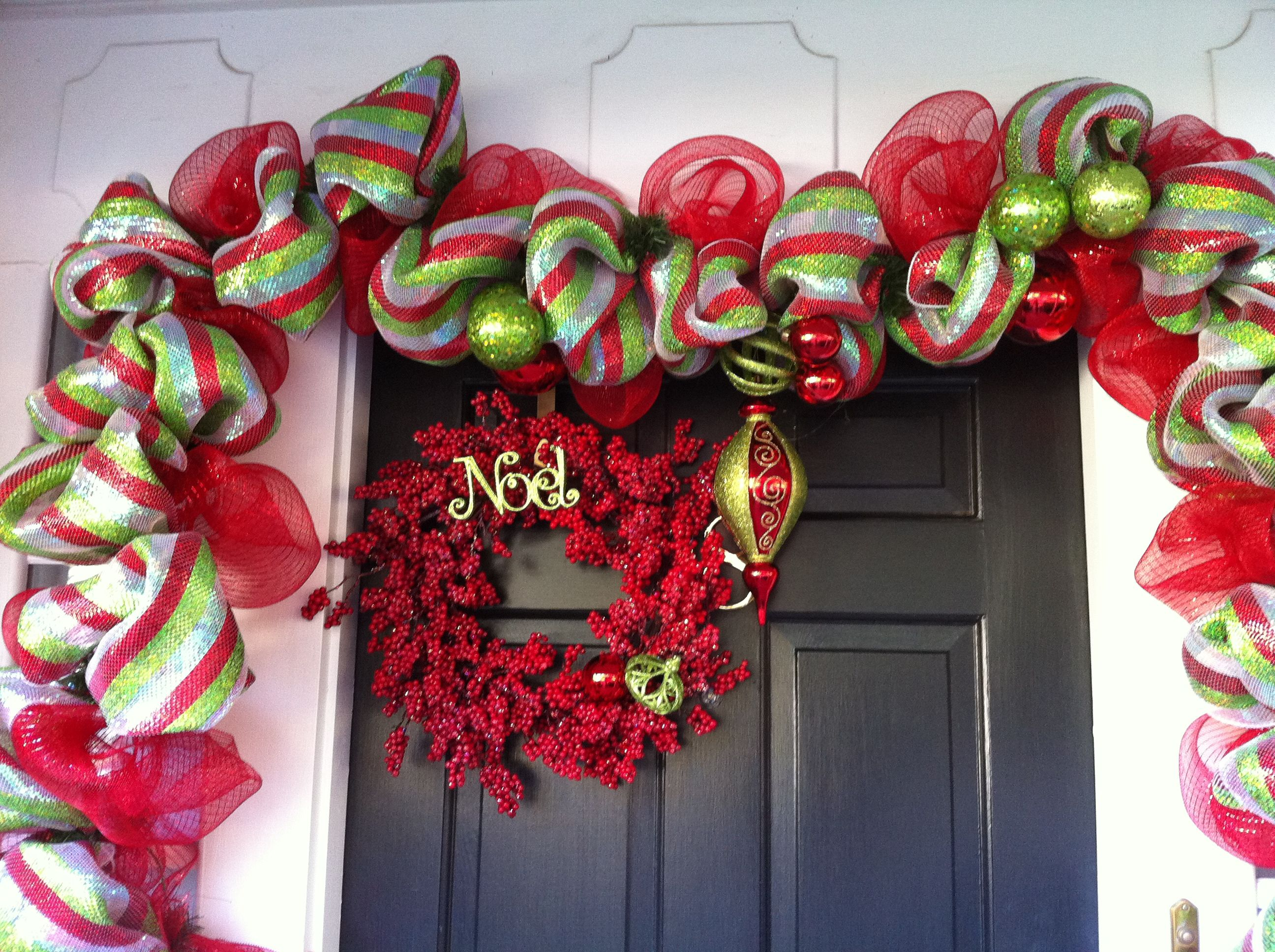 Crafts with deco mesh - Deco Mesh Garland And Refurbished Wreath