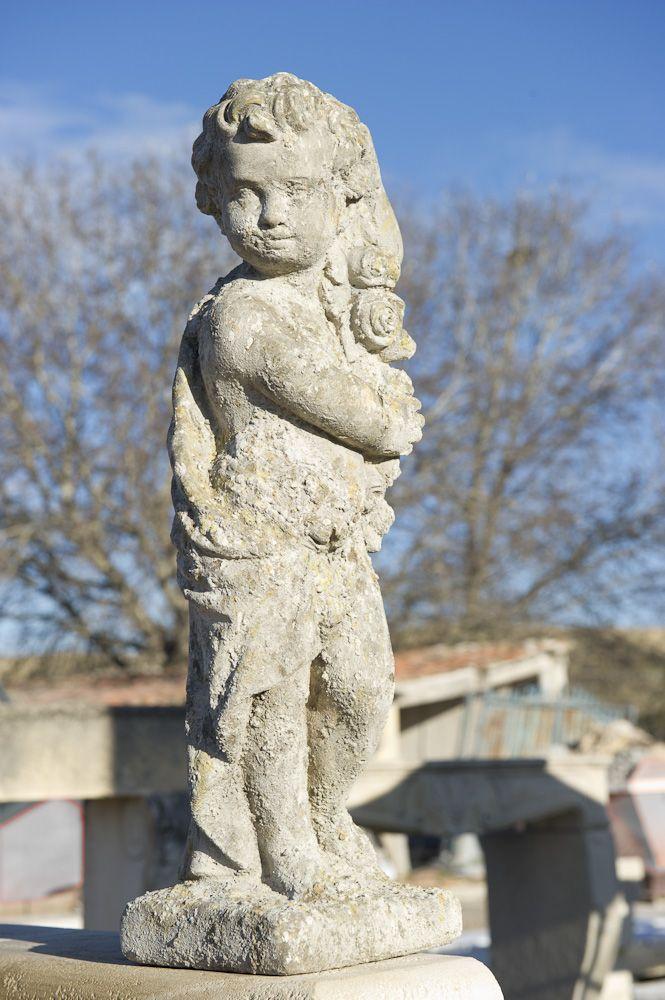 statue en pierre petit enfant.