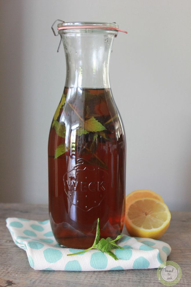 Sun tea with flavorful natural additive options.