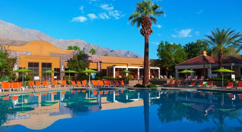Renaissance Palm Springs Hotel Offers Free Airport Shuttles To 1 5 Miles Away