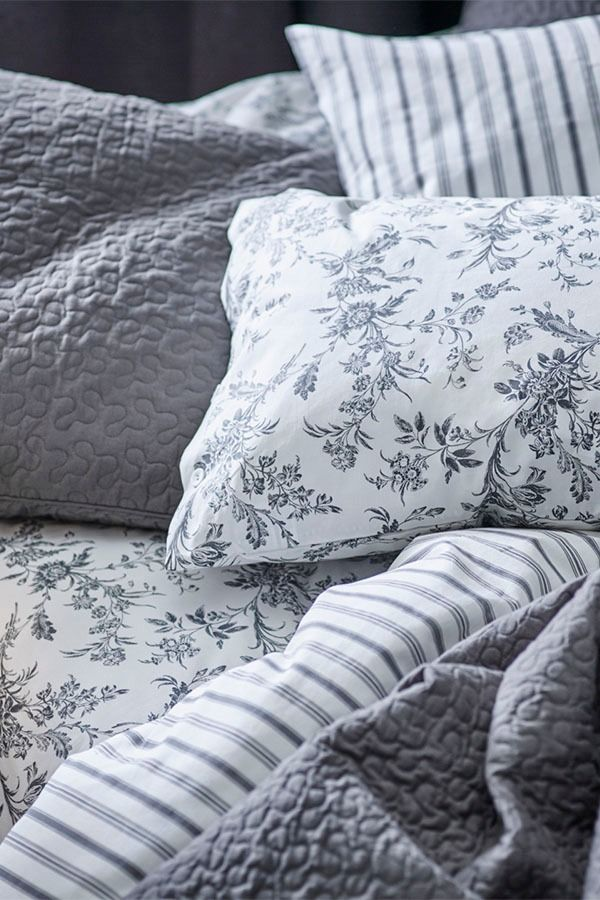 Upgrade The Way You Start And End Your Day With Ikea Alvine Kvist Duvet Cover Set A Pattern That Was First Created In 1700 S Is Now Kept