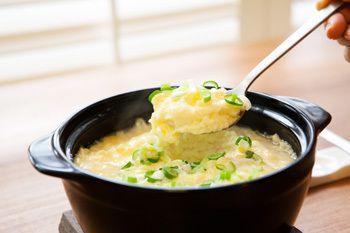 今日は韓国の定番料理ケランチムの作り方をお教えします  ケランチムとは。。。ケランは「卵(鶏卵)」チムは「蒸す」という意味で、韓国風の茶碗蒸しのことです作り方…