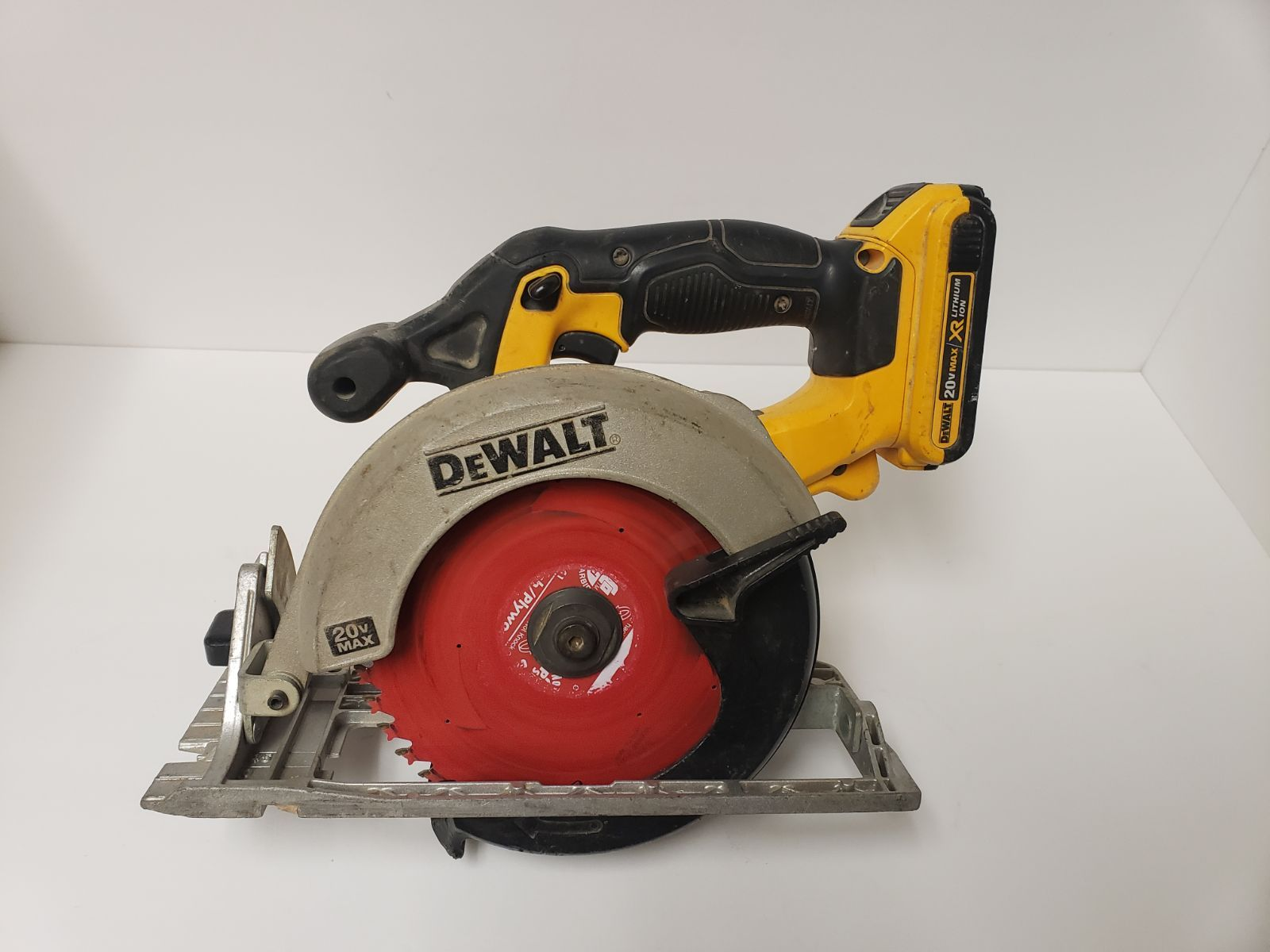 Dewalt Dcs391 20v 6 1 2 Cordless Handheld Circular Saw With Blade Tool And Battery Only Condition Is Used Dewalt Dcs391 20v Dewalt Dewalt Tools Cordless