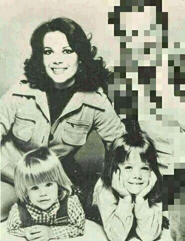 Natalie with her daughters Natasha and Courtney ❤❤❤