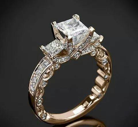 Anillo diamante cuadrado