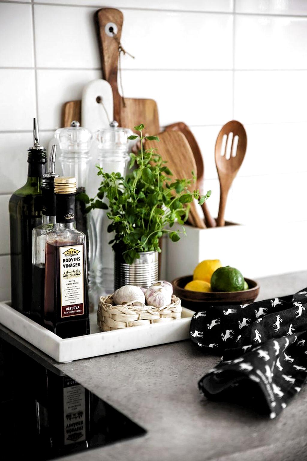 Fabulous Small Apartment Kitchen Decoration Ideas Samling Af Ting I Kokkenet Kitchen Counter Decor Kitchen Styling Kitchen Remodel Small