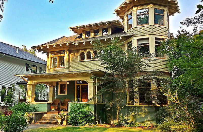 Craftsman And Victorian Combine To Beautiful Effect Home Architecture Styles Victorian Homes Vintage House Plans